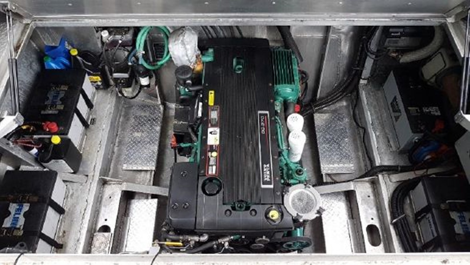 Engine Compartment 2002 COASTAL CRAFT 320 Sport Fisherman 2916906