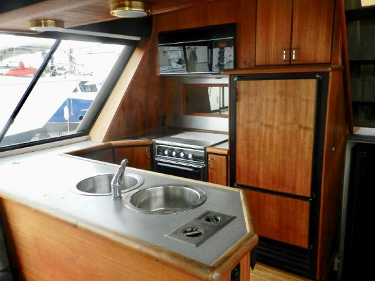 Galley 1991 BAYLINER 4588 Pilothouse MY Motor Yacht 2924576