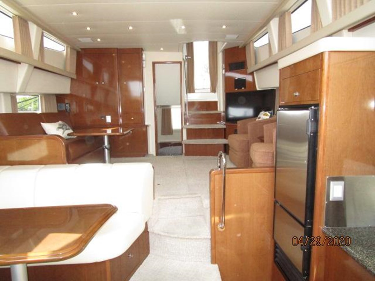 "37 2007 CARVER ""47"" CMPY Motor Yacht 2927351"