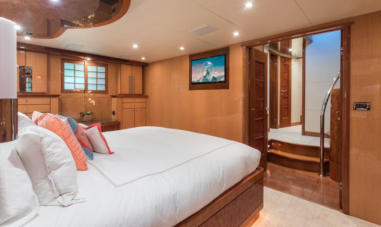 master stateroom 2005 OCEAN ALEXANDER  Motor Yacht 2927563