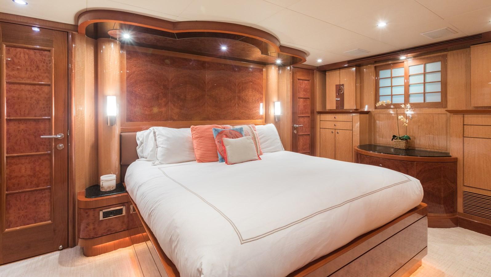master stateroom 2005 OCEAN ALEXANDER  Motor Yacht 2927567