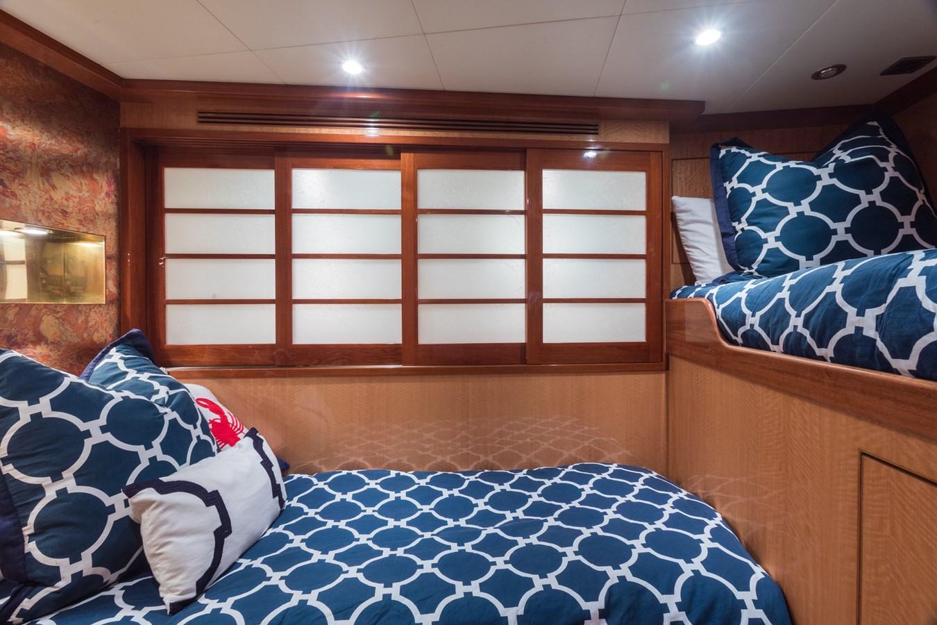 bunk room 2005 OCEAN ALEXANDER  Motor Yacht 2927569