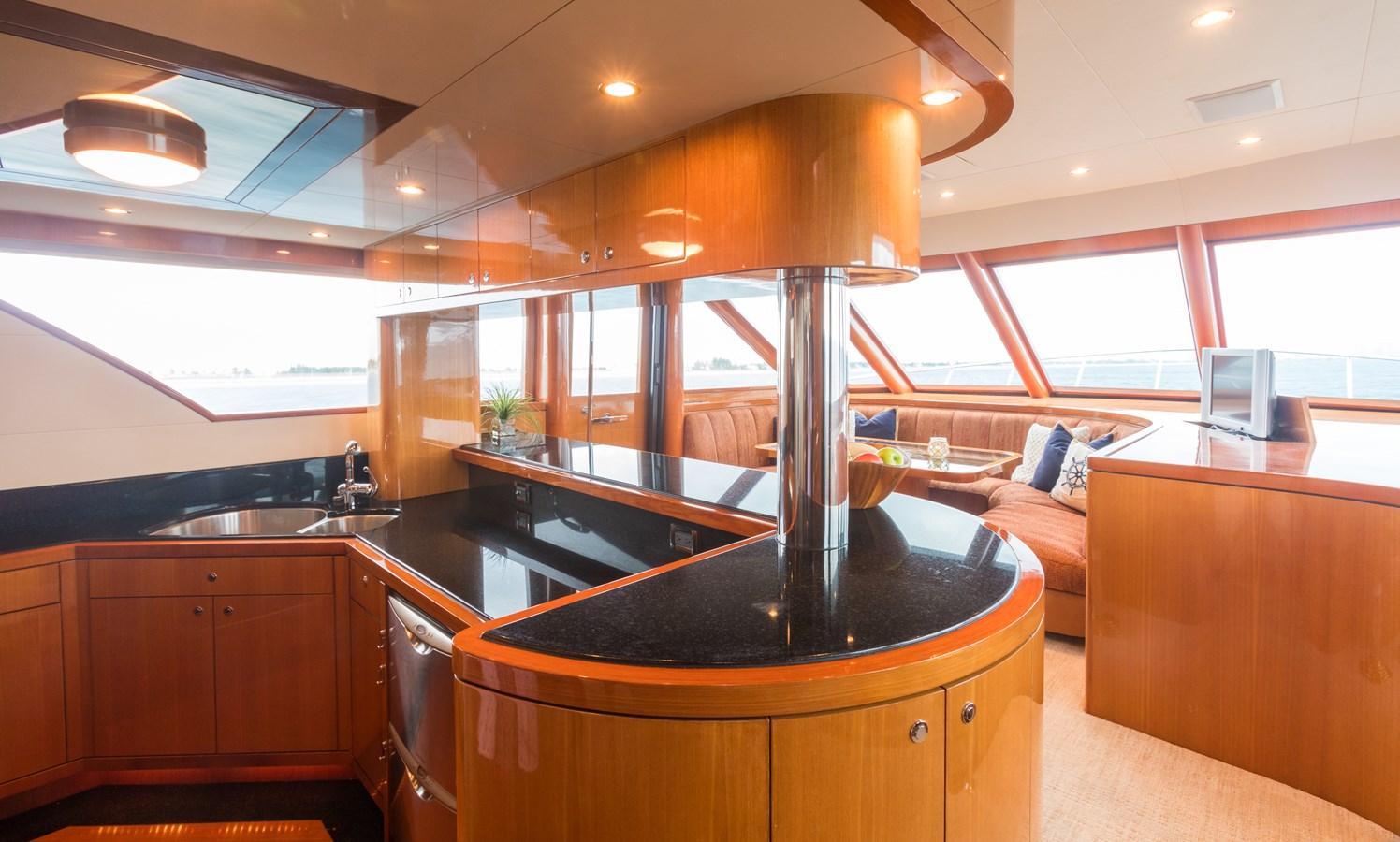 galley and settee 2005 OCEAN ALEXANDER  Motor Yacht 2927577
