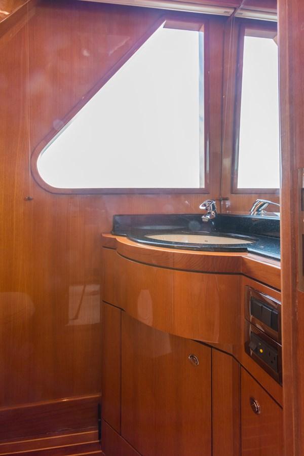 day head pilothouse 2005 OCEAN ALEXANDER  Motor Yacht 2927581