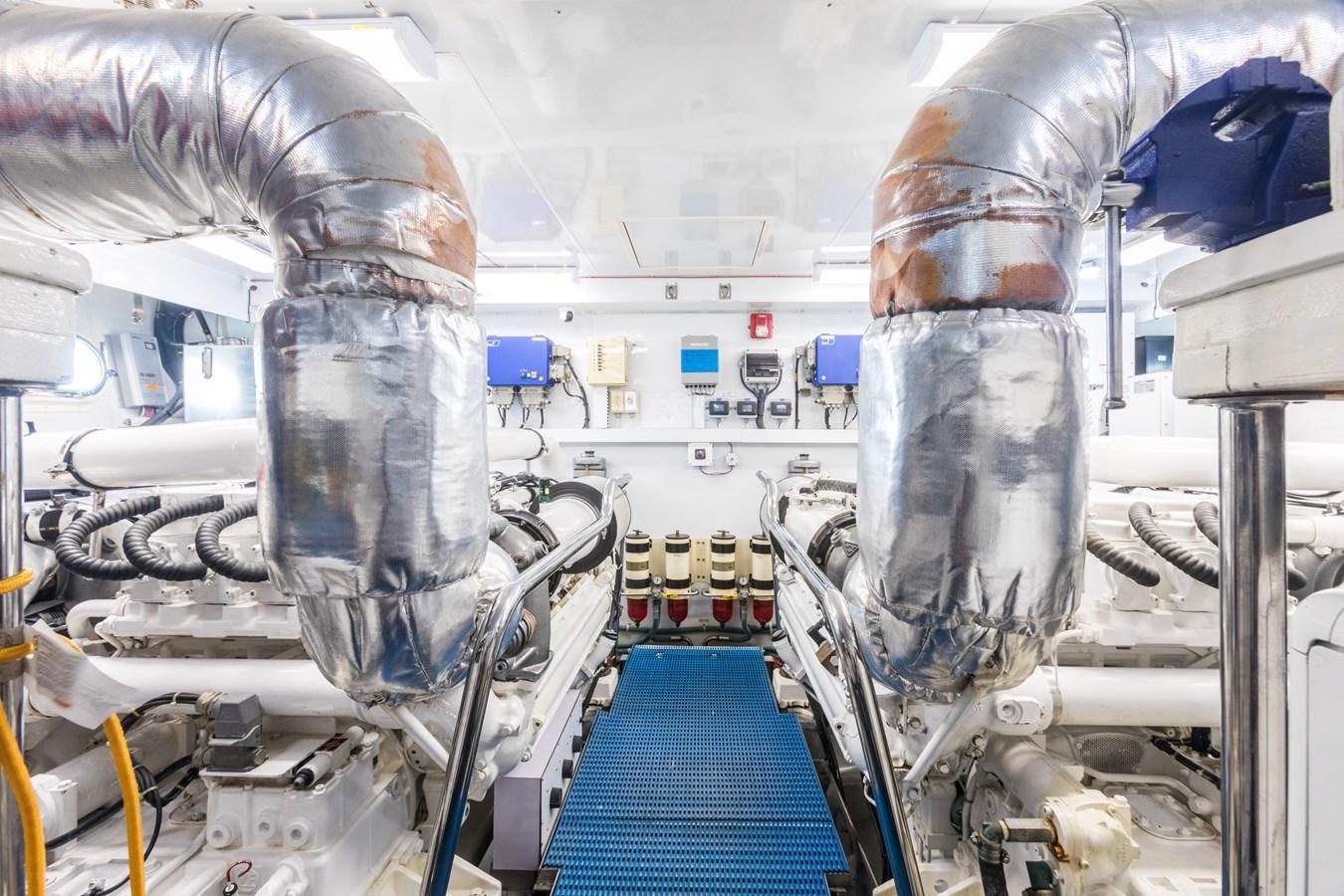 engine room 2005 OCEAN ALEXANDER  Motor Yacht 2927582