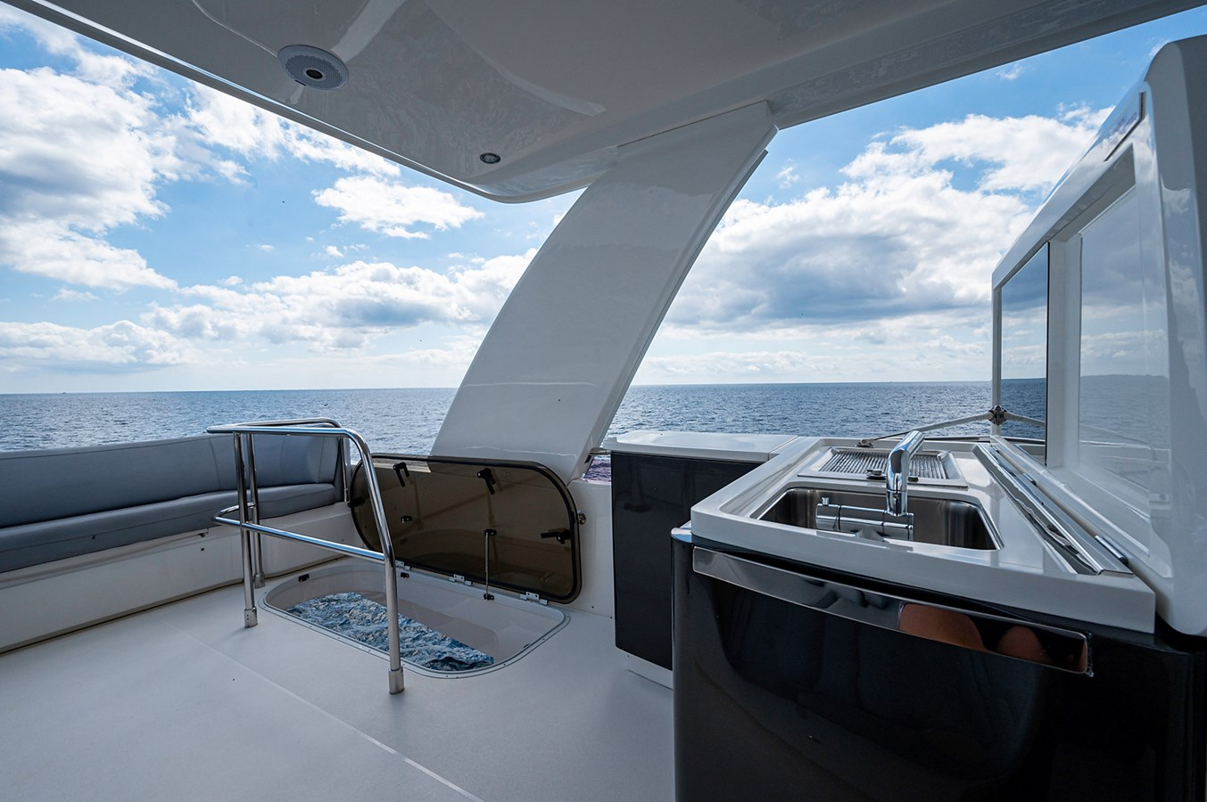 Bow To Stern_Flybridge8 2015 PRINCESS YACHTS 56 Motor Yacht 2932817