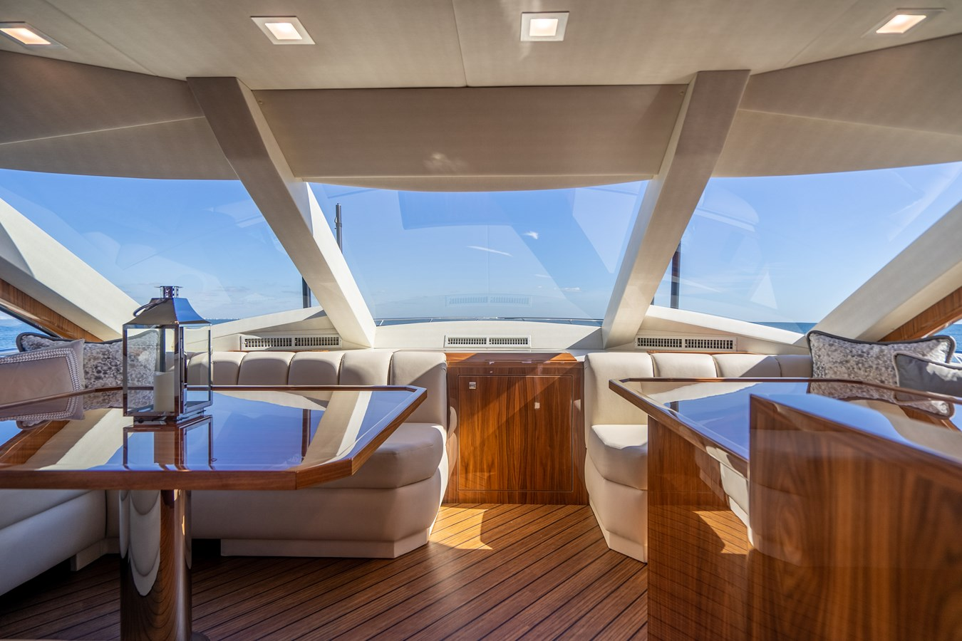 Dinette 2018 VIKING  Motor Yacht 2937989