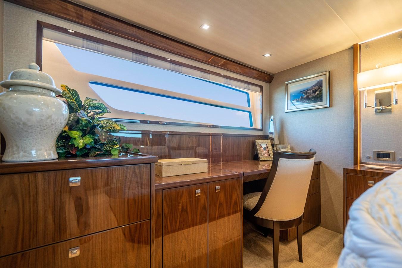 Master Stateroom 2018 VIKING  Motor Yacht 2938001