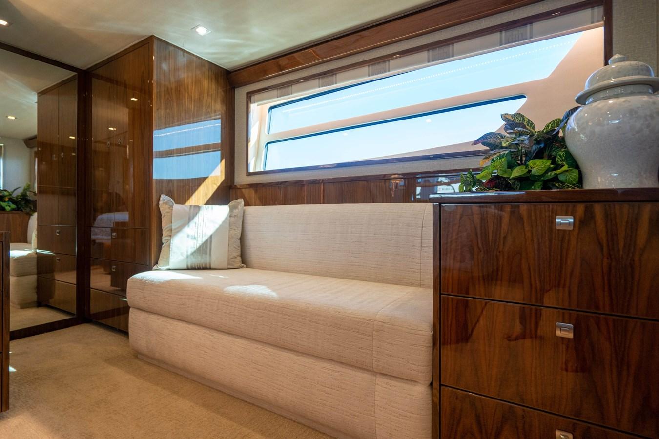 Master Stateroom 2018 VIKING  Motor Yacht 2938002