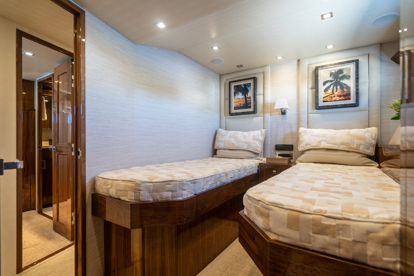Starboard Guest Stateroom 2018 VIKING  Motor Yacht 2938013