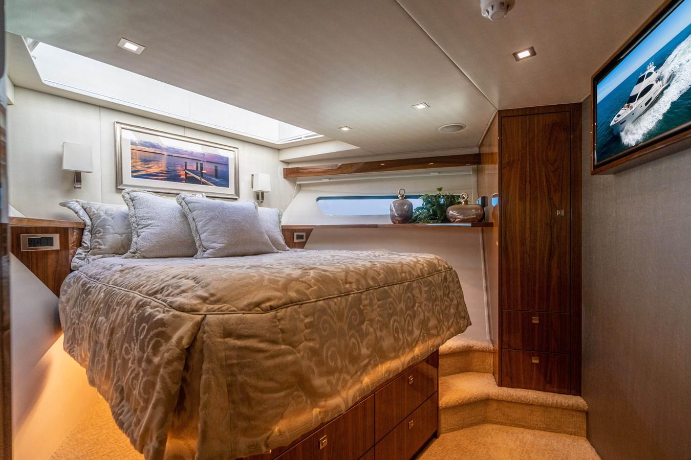 VIP Stateroom, Forward 2018 VIKING  Motor Yacht 2938019