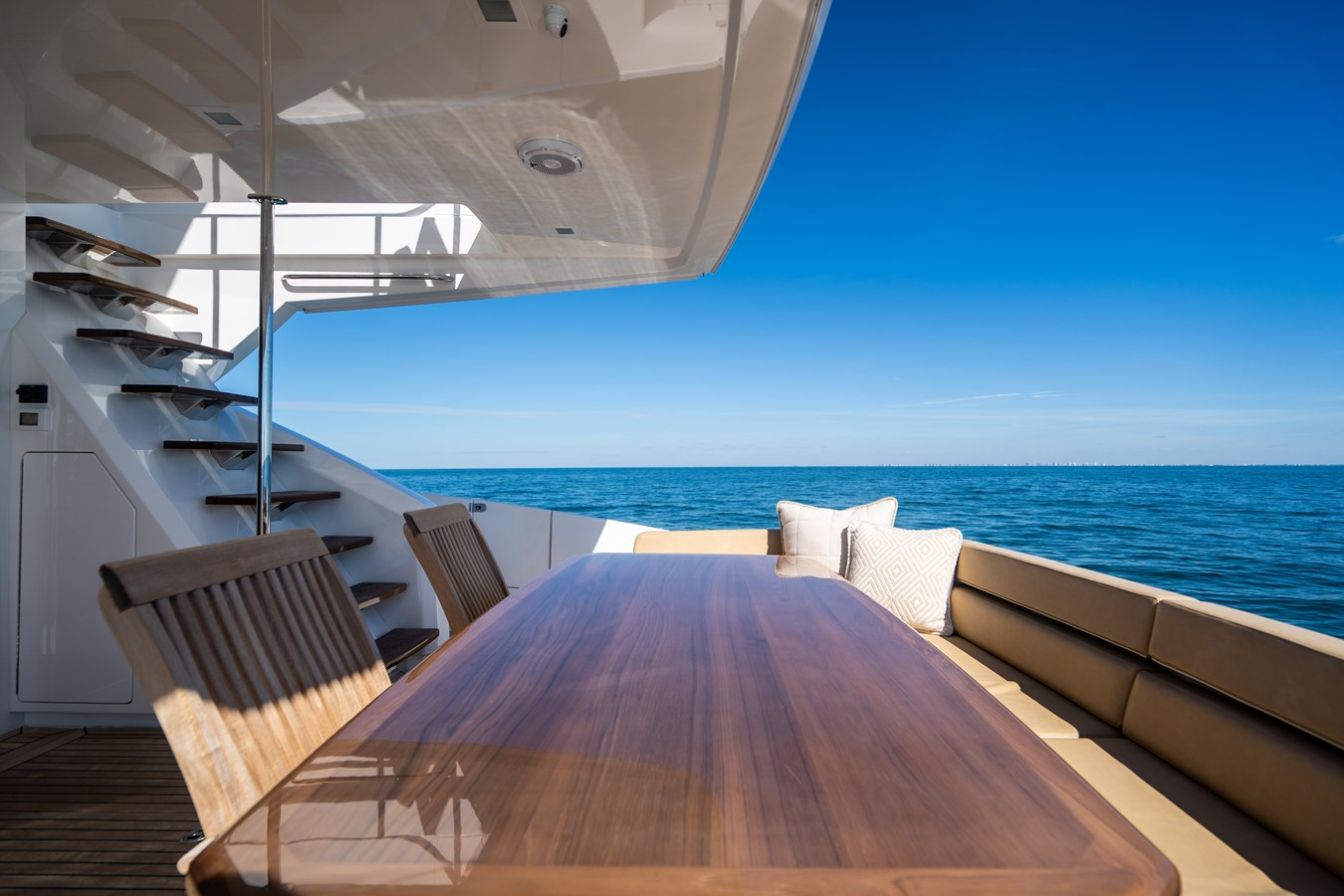 Aft Deck 2018 VIKING  Motor Yacht 2938061