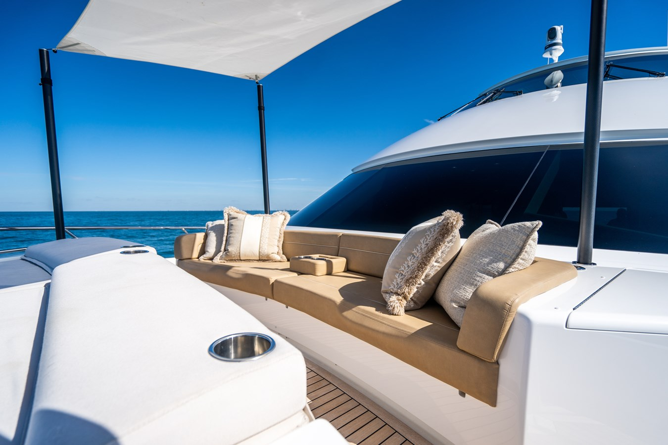 Fore Deck Lounge 2018 VIKING  Motor Yacht 2938067