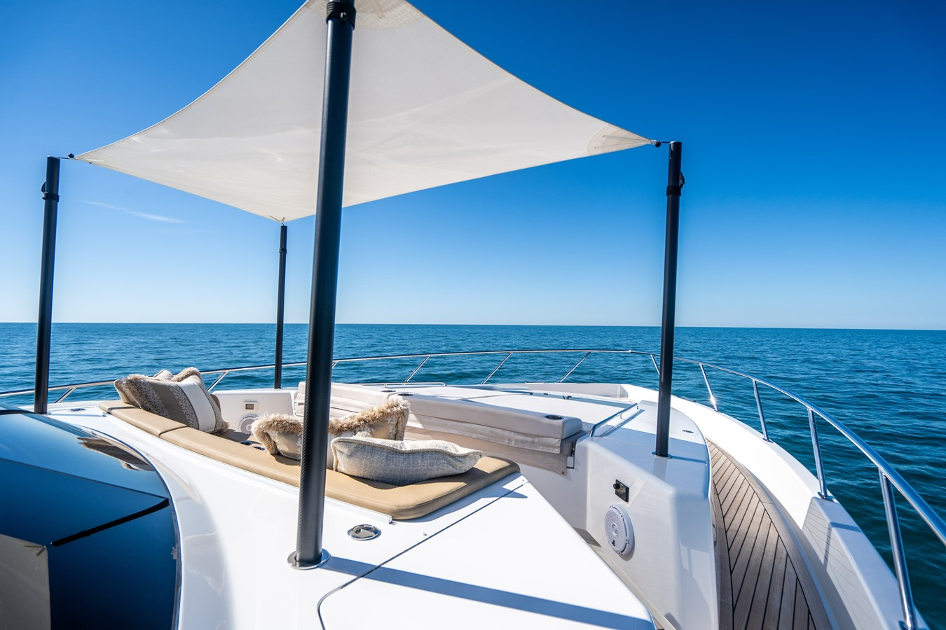 Fore Deck Sunshade 2018 VIKING  Motor Yacht 2938068