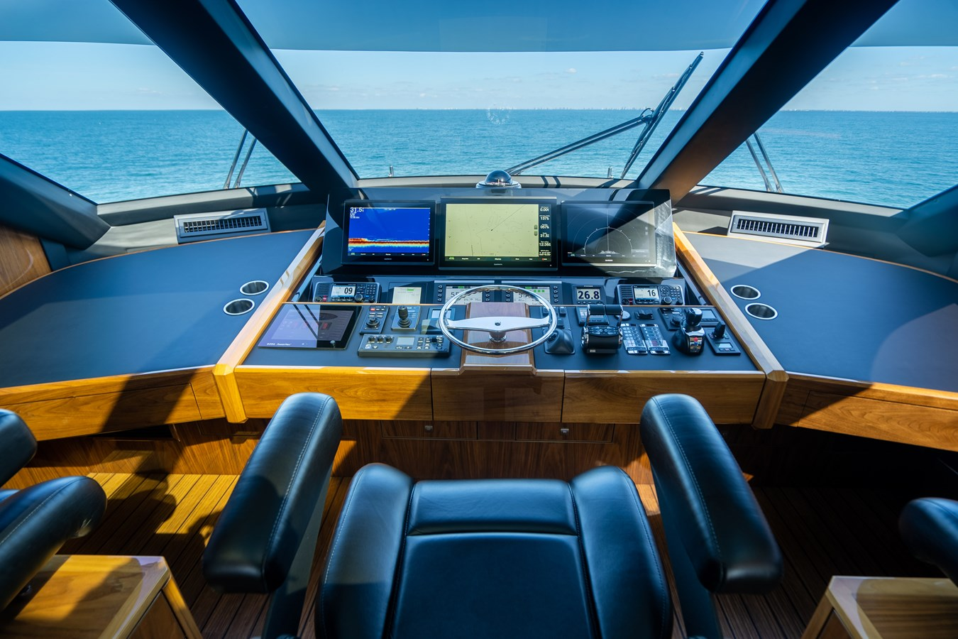 Helm 2018 VIKING  Motor Yacht 2938071