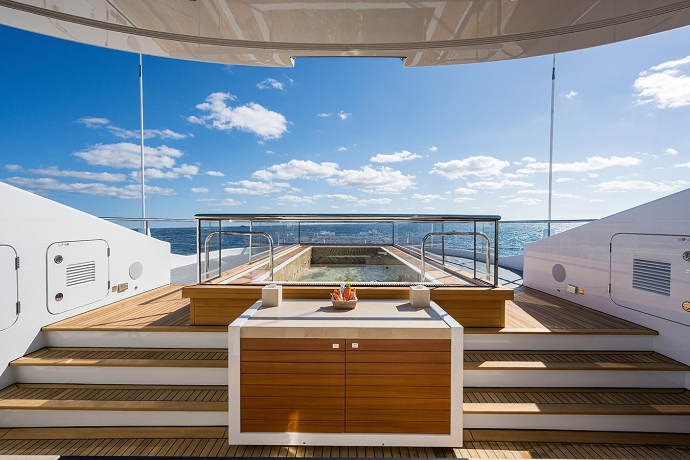Quantum of Solace_sun_deck_25 2012 TURQUOISE YACHTS  Mega Yacht 2939347