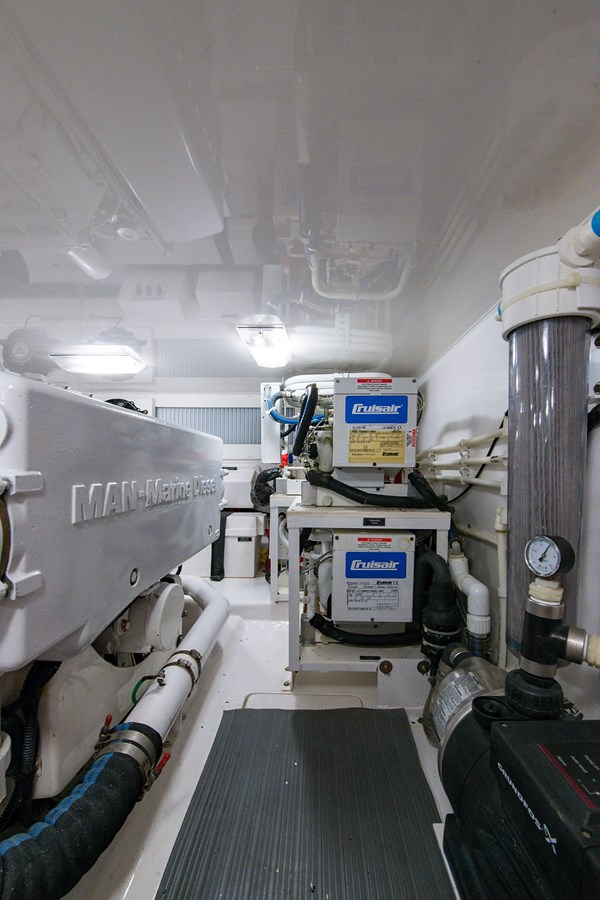 Orion_Engine Room7 2009 VIKING 50 Convertible Sport Fisherman 2941807