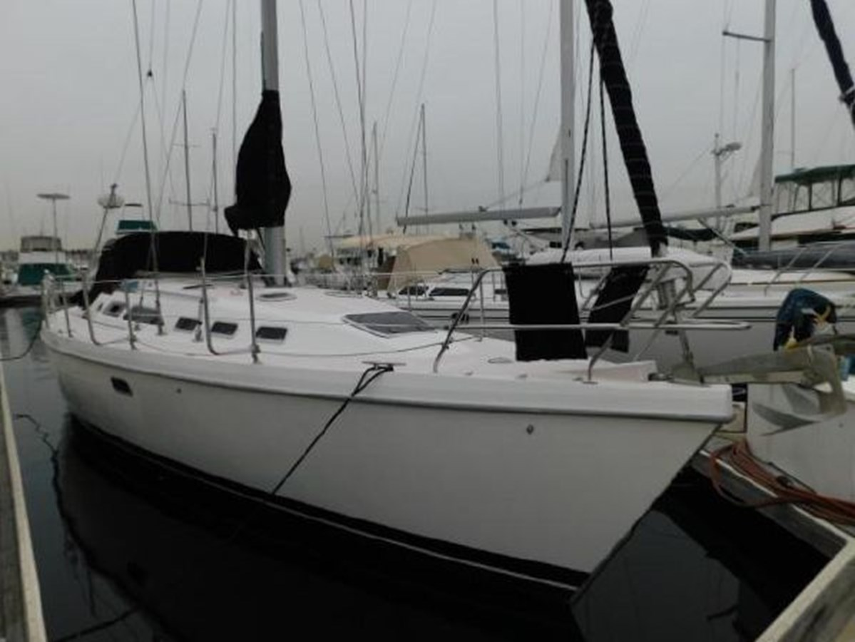 3 1998 CATALINA 380 Cruising Sailboat 2947710