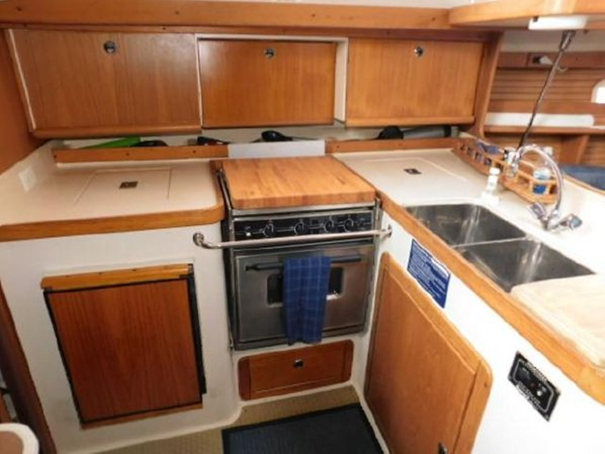 9 1998 CATALINA 380 Cruising Sailboat 2947716