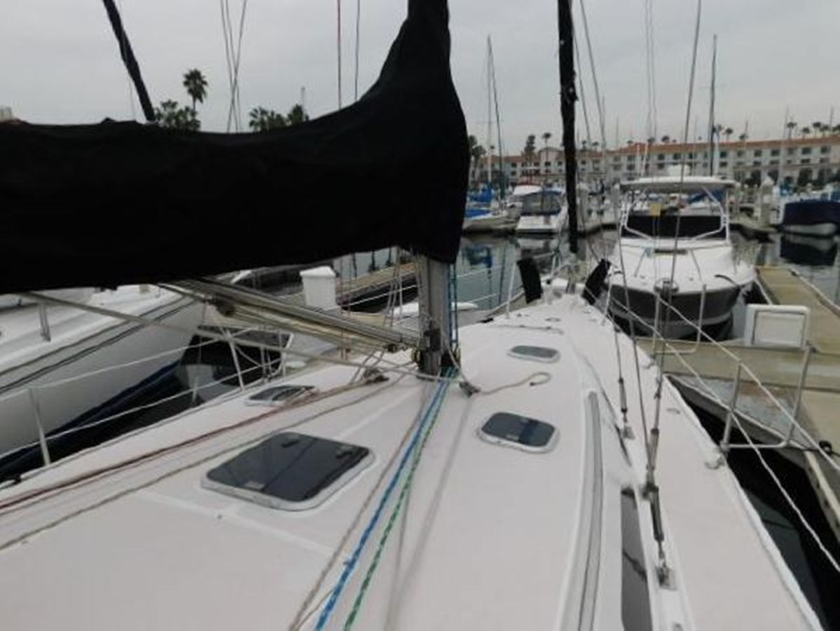 25 1998 CATALINA 380 Cruising Sailboat 2947732