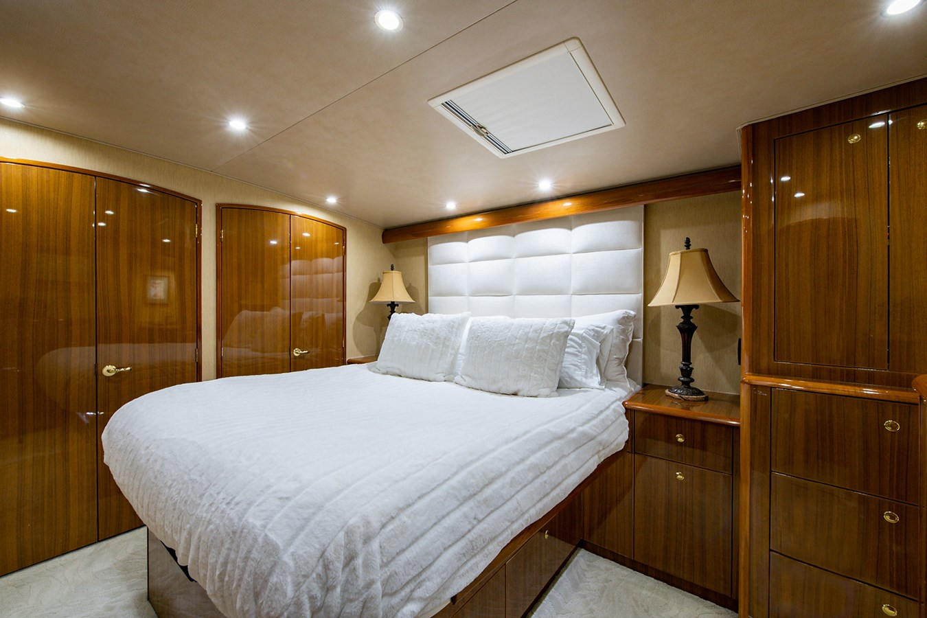 Two Weeks Notice_Master Stateroom1 2006 VIKING  Sport Fisherman 2951163
