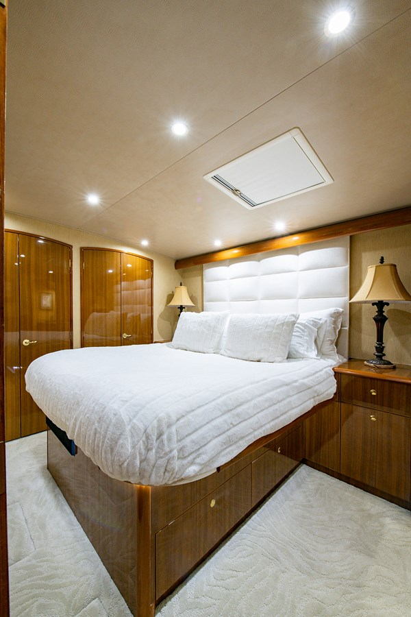 Two Weeks Notice_Master Stateroom2 2006 VIKING  Sport Fisherman 2951164