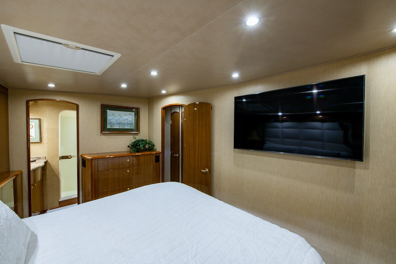 Two Weeks Notice_Master Stateroom3 2006 VIKING  Sport Fisherman 2951165
