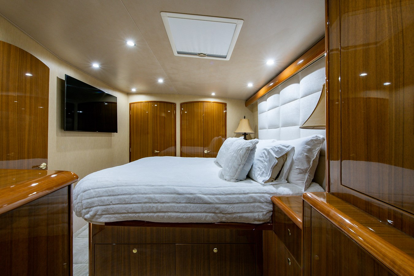 Two Weeks Notice_Master Stateroom4 2006 VIKING  Sport Fisherman 2951166