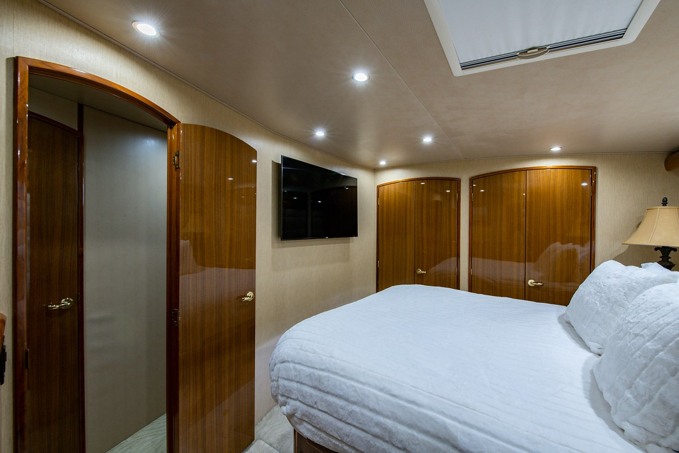 Two Weeks Notice_Master Stateroom5 2006 VIKING  Sport Fisherman 2951167