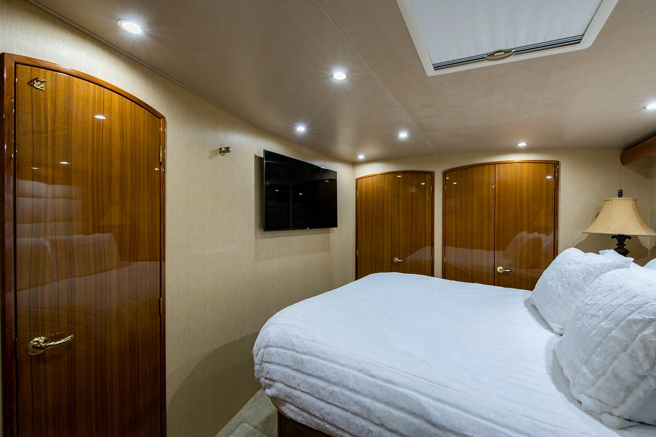 Two Weeks Notice_Master Stateroom6 2006 VIKING  Sport Fisherman 2951168