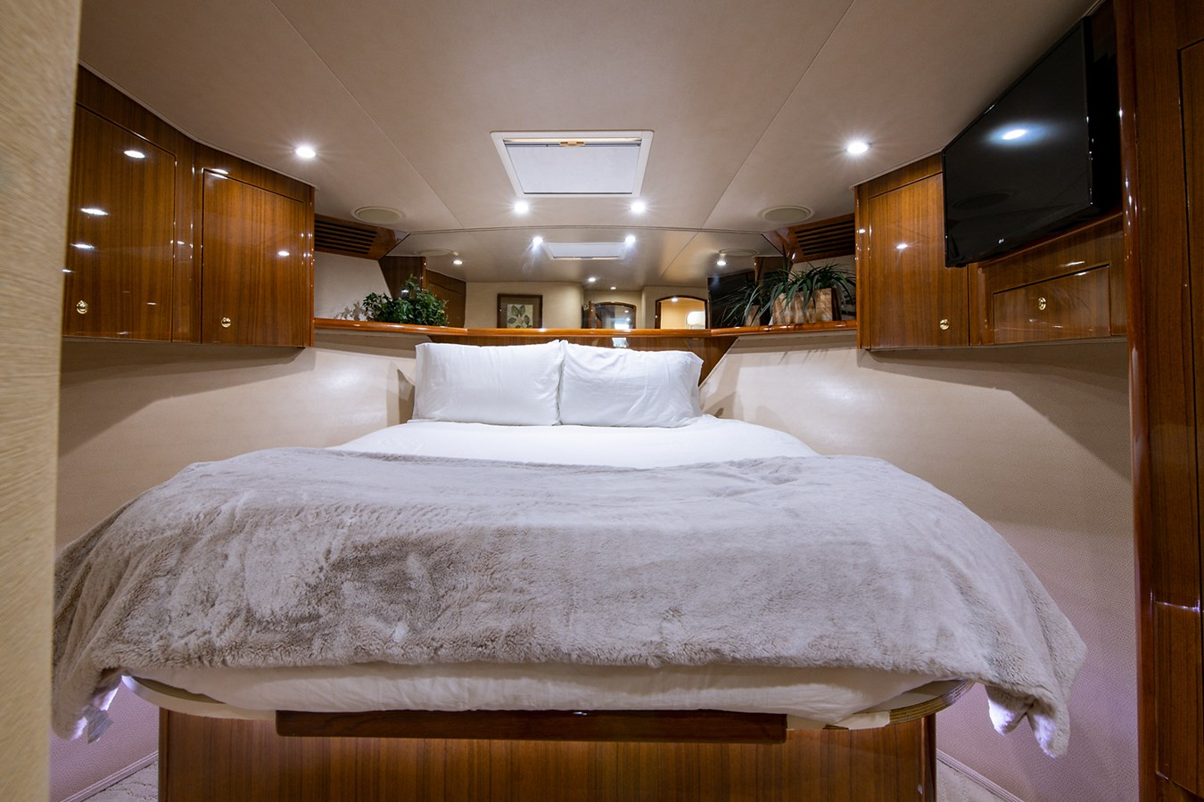 Two Weeks Notice_Forward Stateroom1 2006 VIKING  Sport Fisherman 2951229