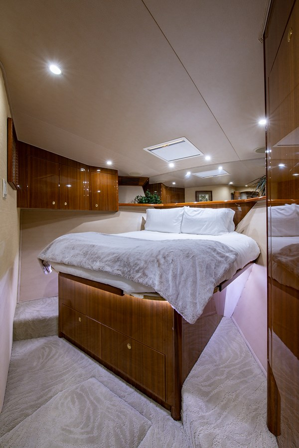 Two Weeks Notice_Forward Stateroom2 2006 VIKING  Sport Fisherman 2951230
