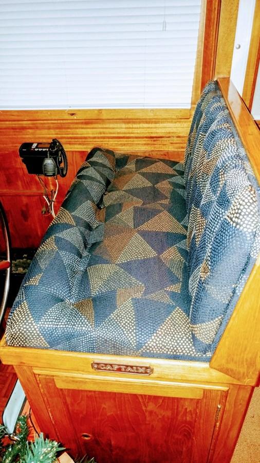 Helm Seat 1974 GRAND BANKS  Trawler 2952182