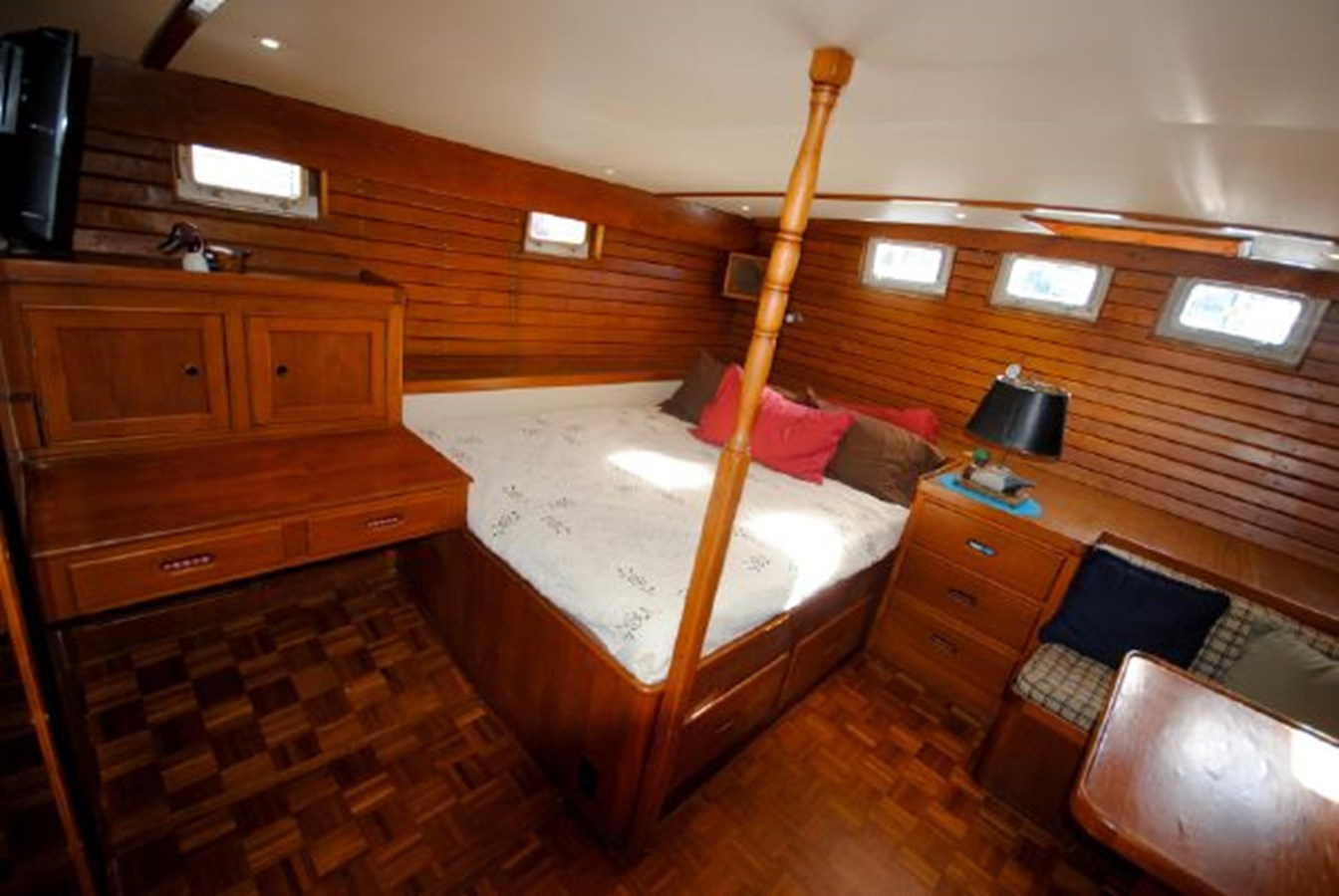 Master Stateroom 5 1974 GRAND BANKS  Trawler 2952194