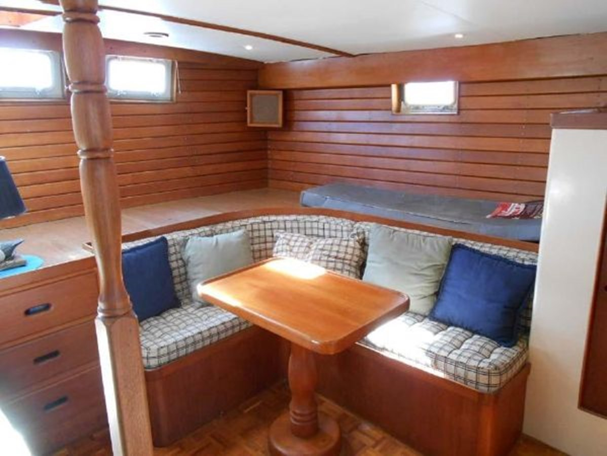 Master Stateroom Settee 1974 GRAND BANKS  Trawler 2952196