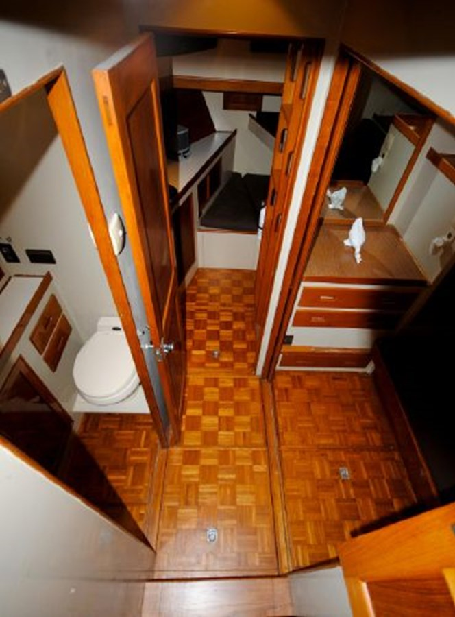 Mid Stateroom and Forward Stateroom 1974 GRAND BANKS  Trawler 2952198