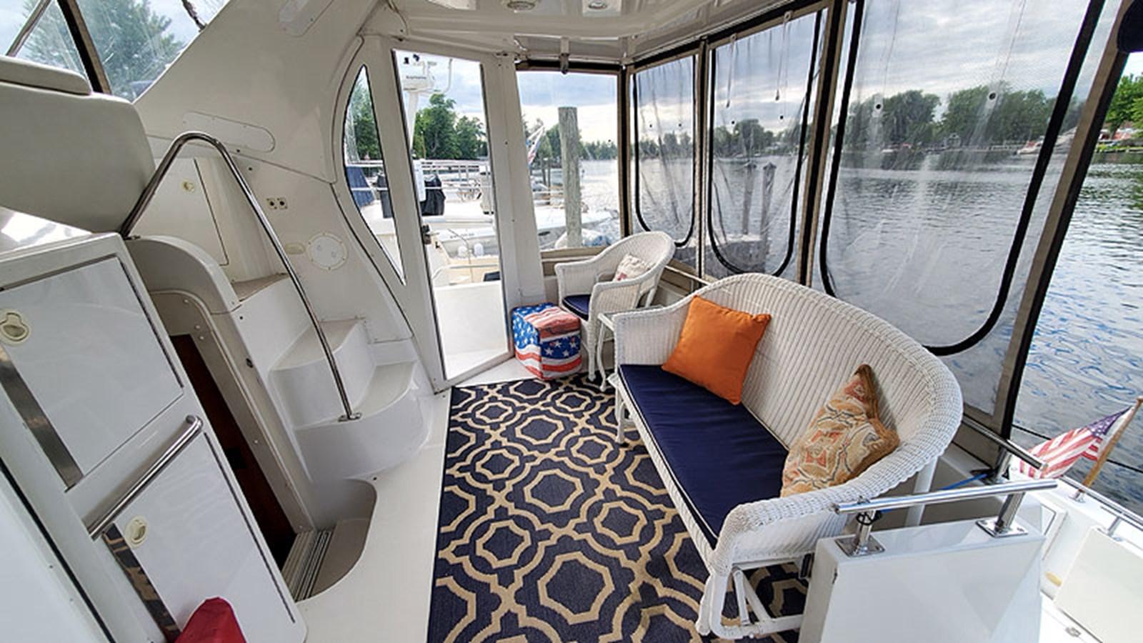 13SunDeckStarboard 2001 CARVER 444 Cockpit Motor Yacht Motor Yacht 2967606