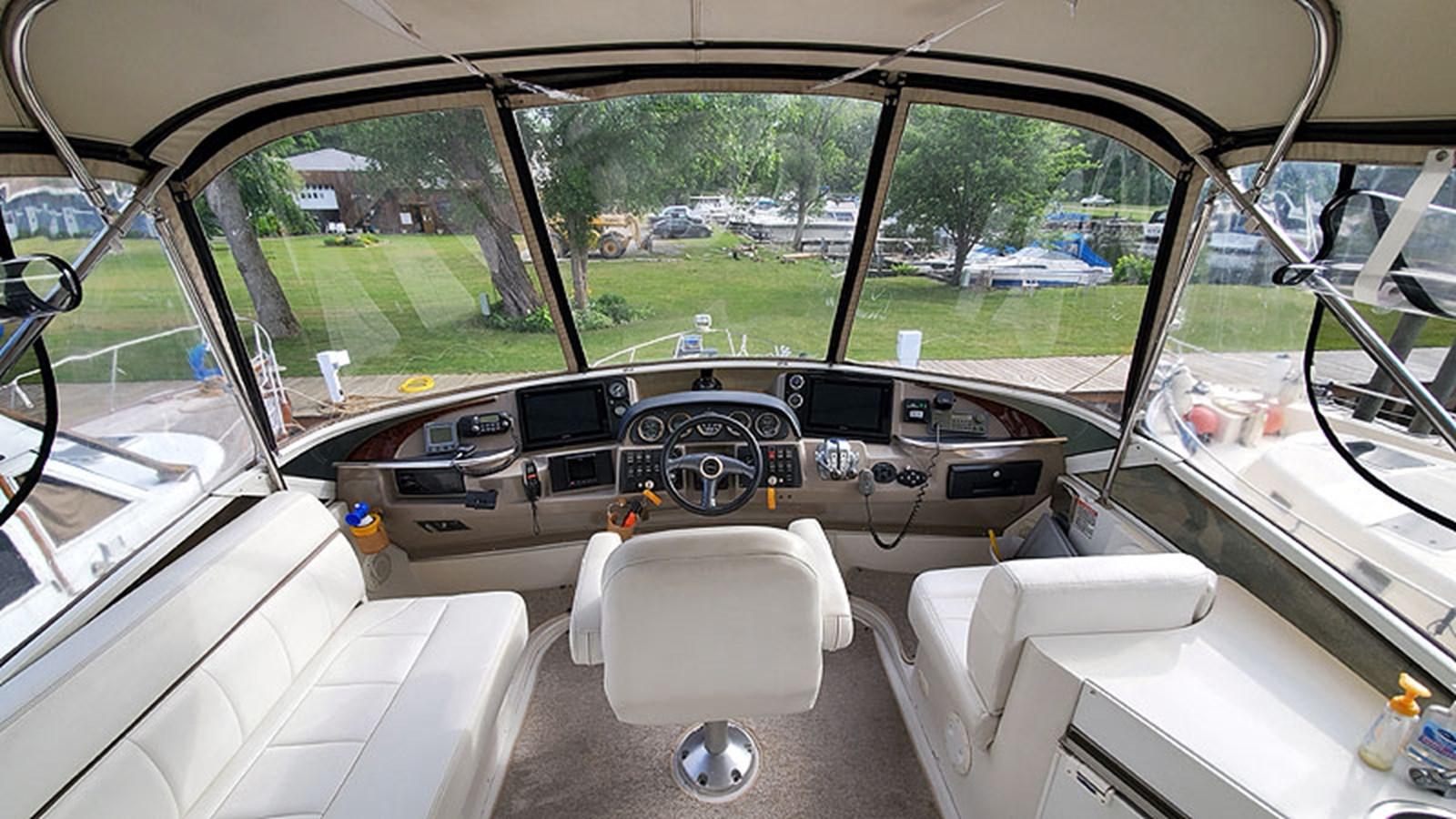 15FlybridgeForward 2001 CARVER 444 Cockpit Motor Yacht Motor Yacht 2967608