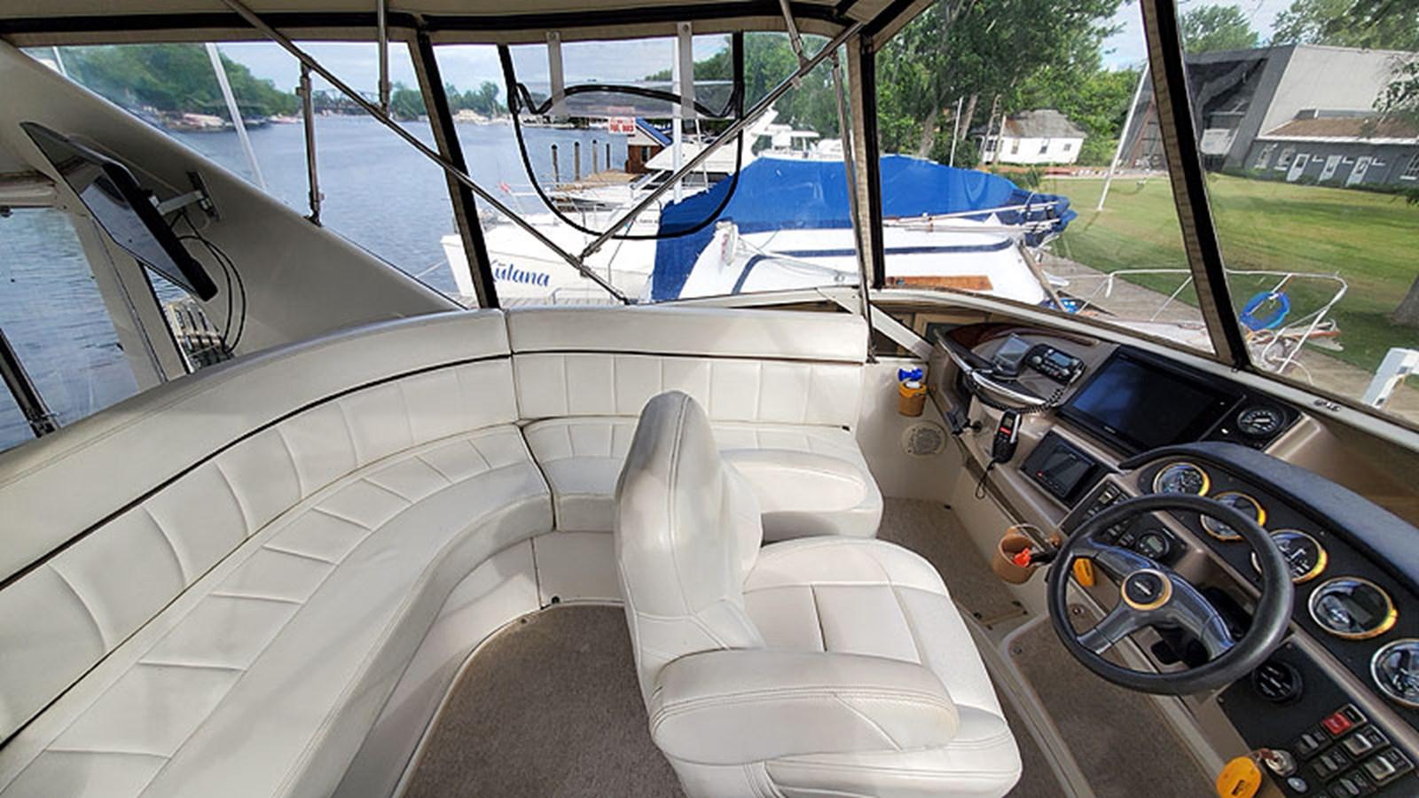 16FlybridgePort 2001 CARVER 444 Cockpit Motor Yacht Motor Yacht 2967609