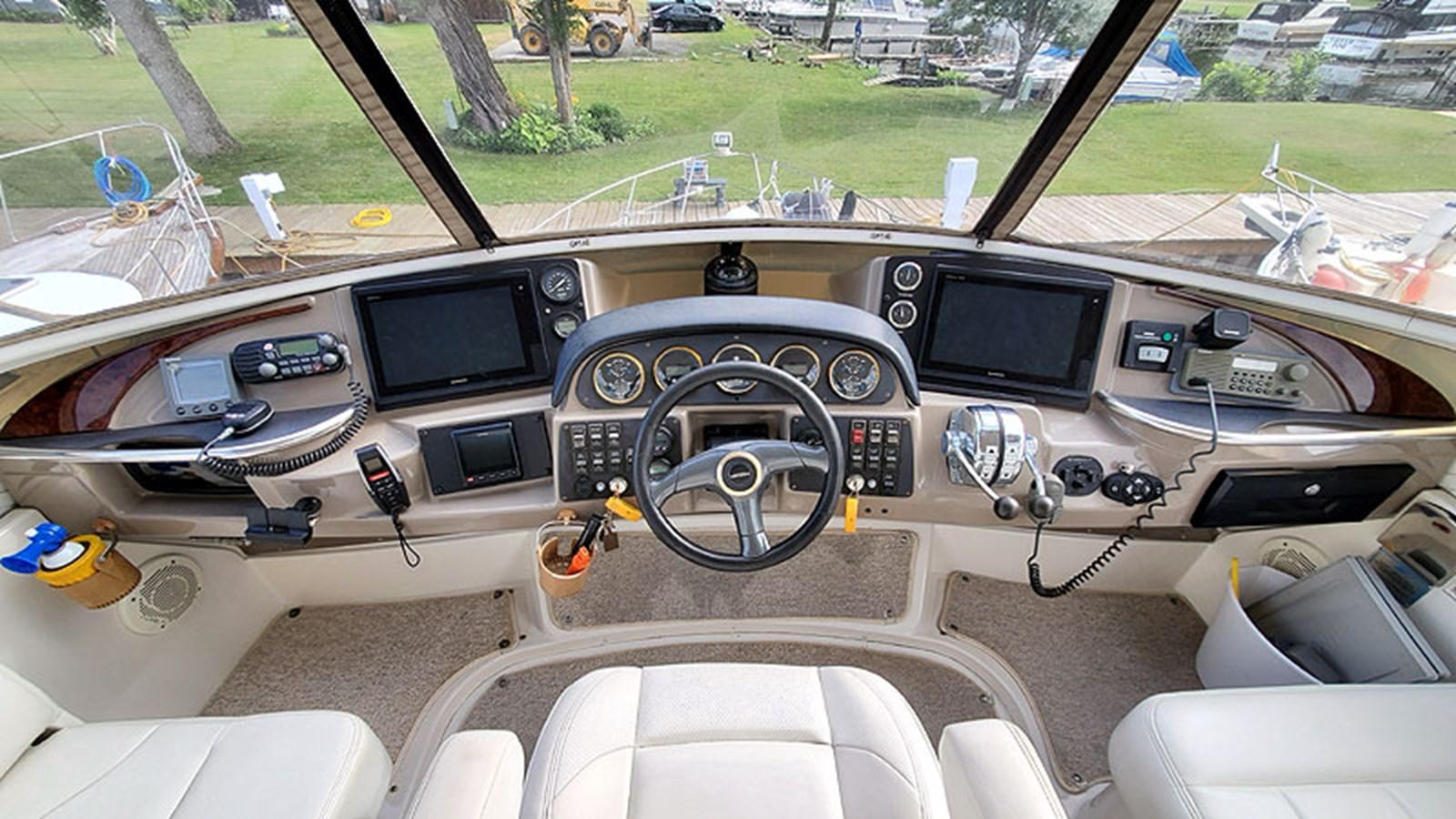 17FlybridgeHelm 2001 CARVER 444 Cockpit Motor Yacht Motor Yacht 2967610