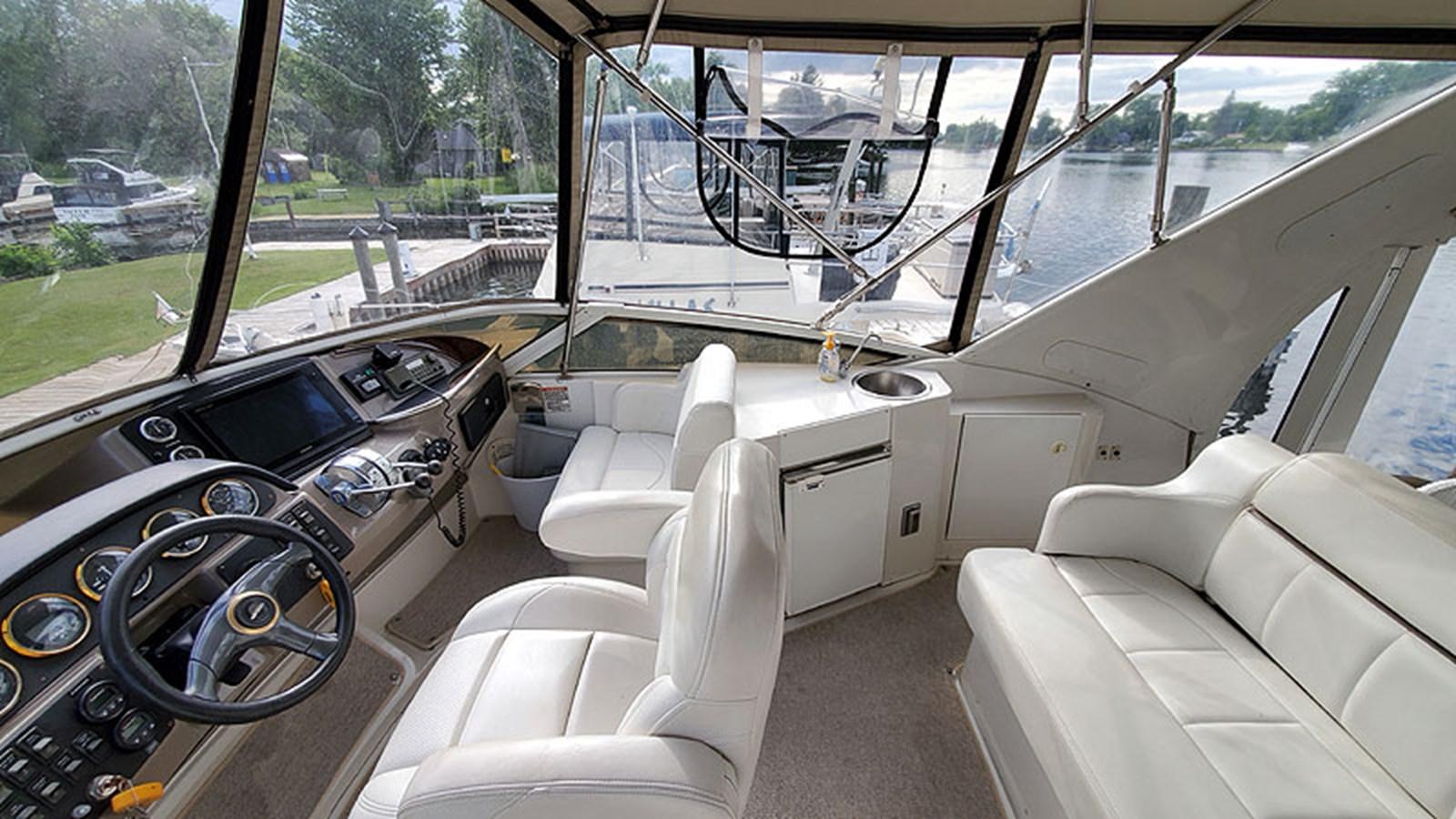 18FlybridgeStarboard 2001 CARVER 444 Cockpit Motor Yacht Motor Yacht 2967611