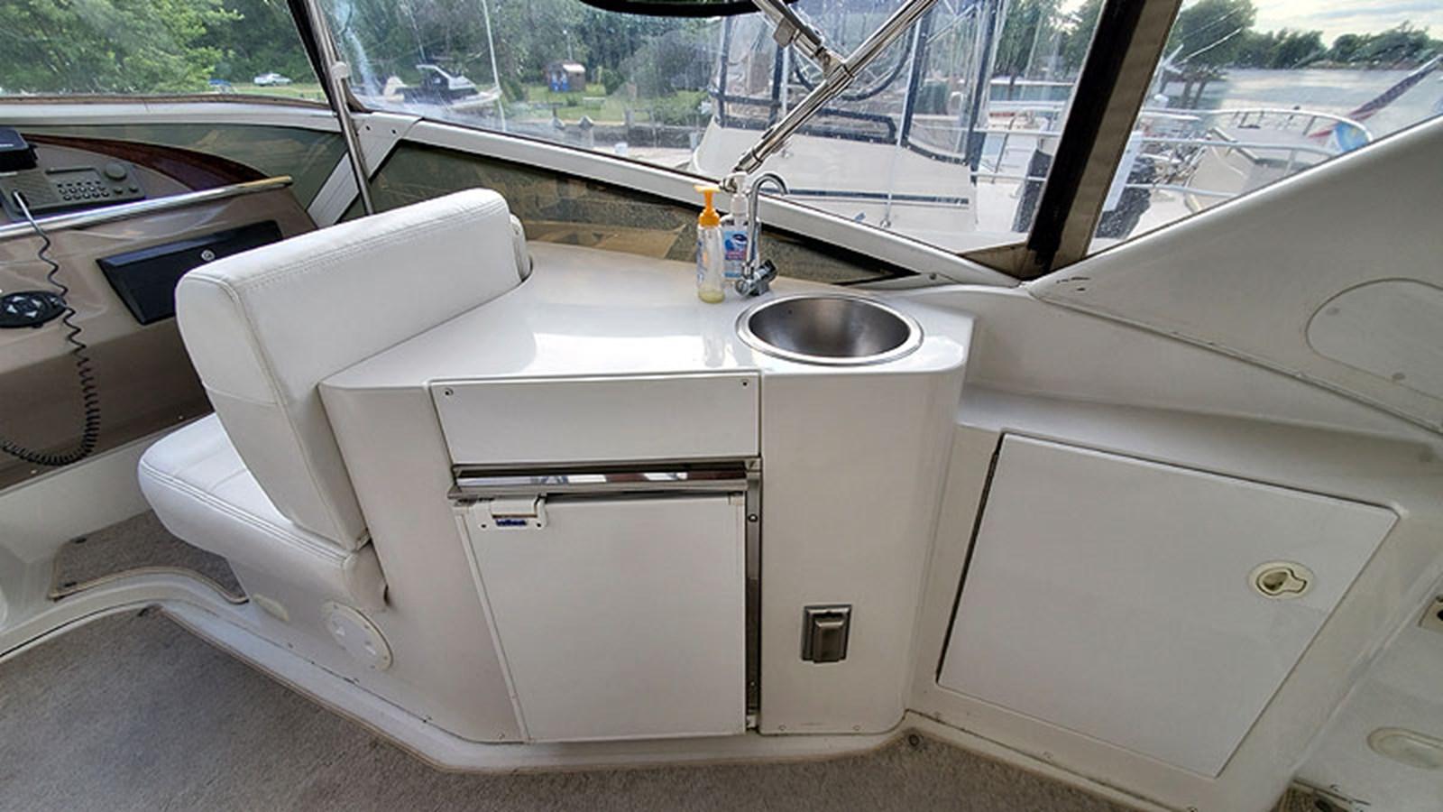 19FlybridgeWetBar 2001 CARVER 444 Cockpit Motor Yacht Motor Yacht 2967612
