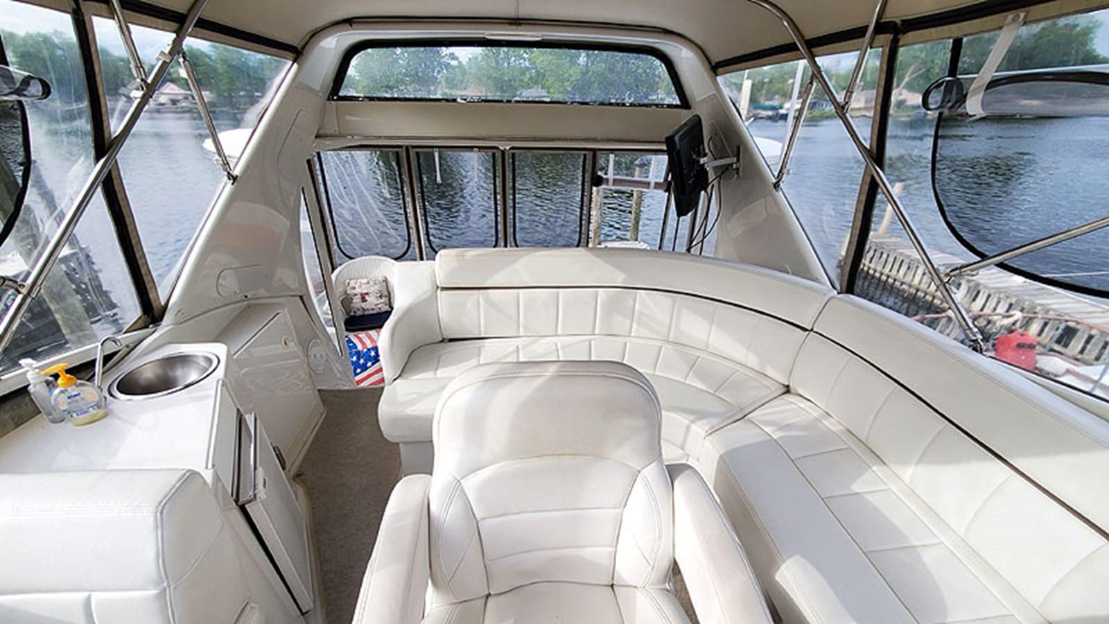 20FlybridgeAft 2001 CARVER 444 Cockpit Motor Yacht Motor Yacht 2967613