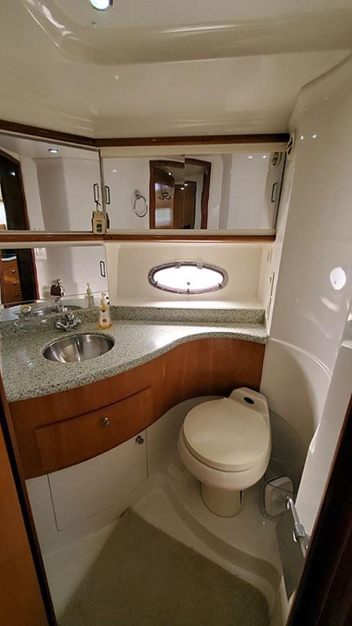 29VIPStateroomHead 2001 CARVER 444 Cockpit Motor Yacht Motor Yacht 2967622