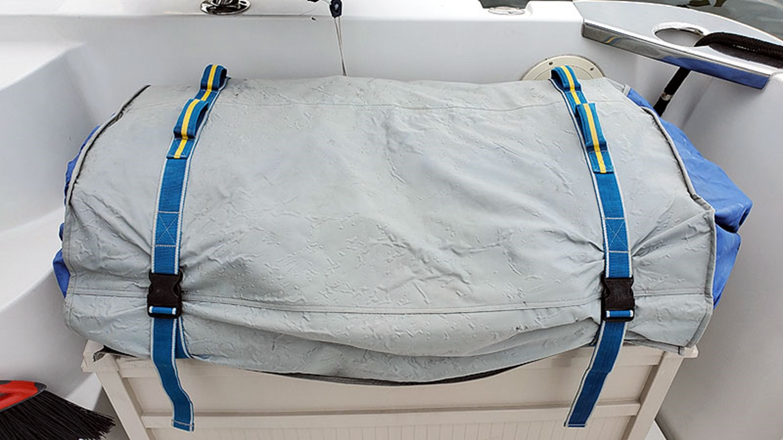 59DECKInflatableTender 2001 CARVER 444 Cockpit Motor Yacht Motor Yacht 2967652