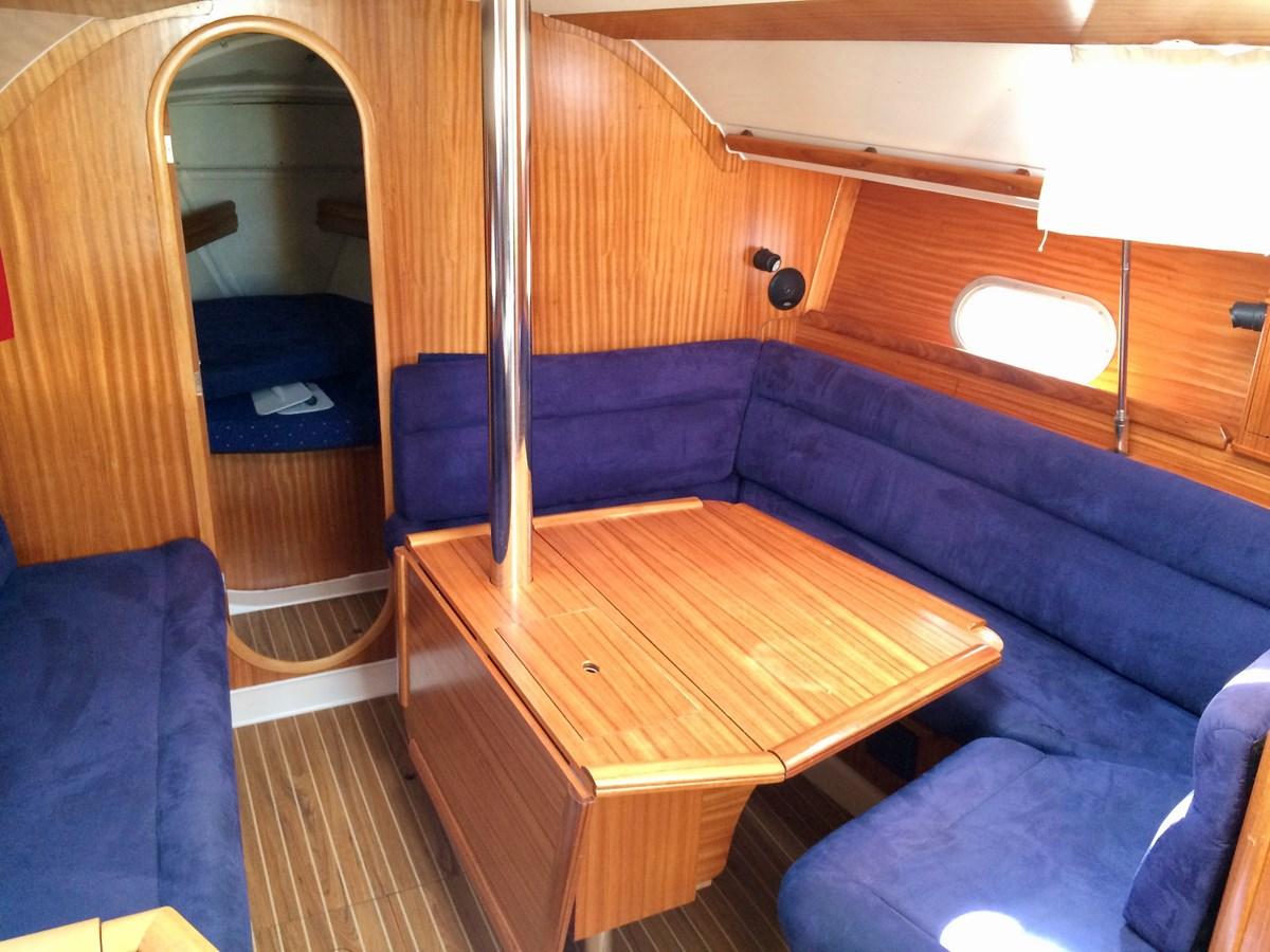 Dinette 2003 DUFOUR Gib'Sea 37 Cruising Sailboat 2969493