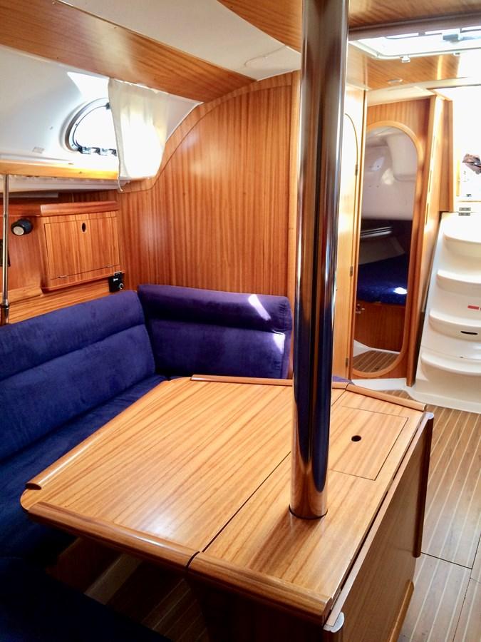 Dinette 2003 DUFOUR Gib'Sea 37 Cruising Sailboat 2969495