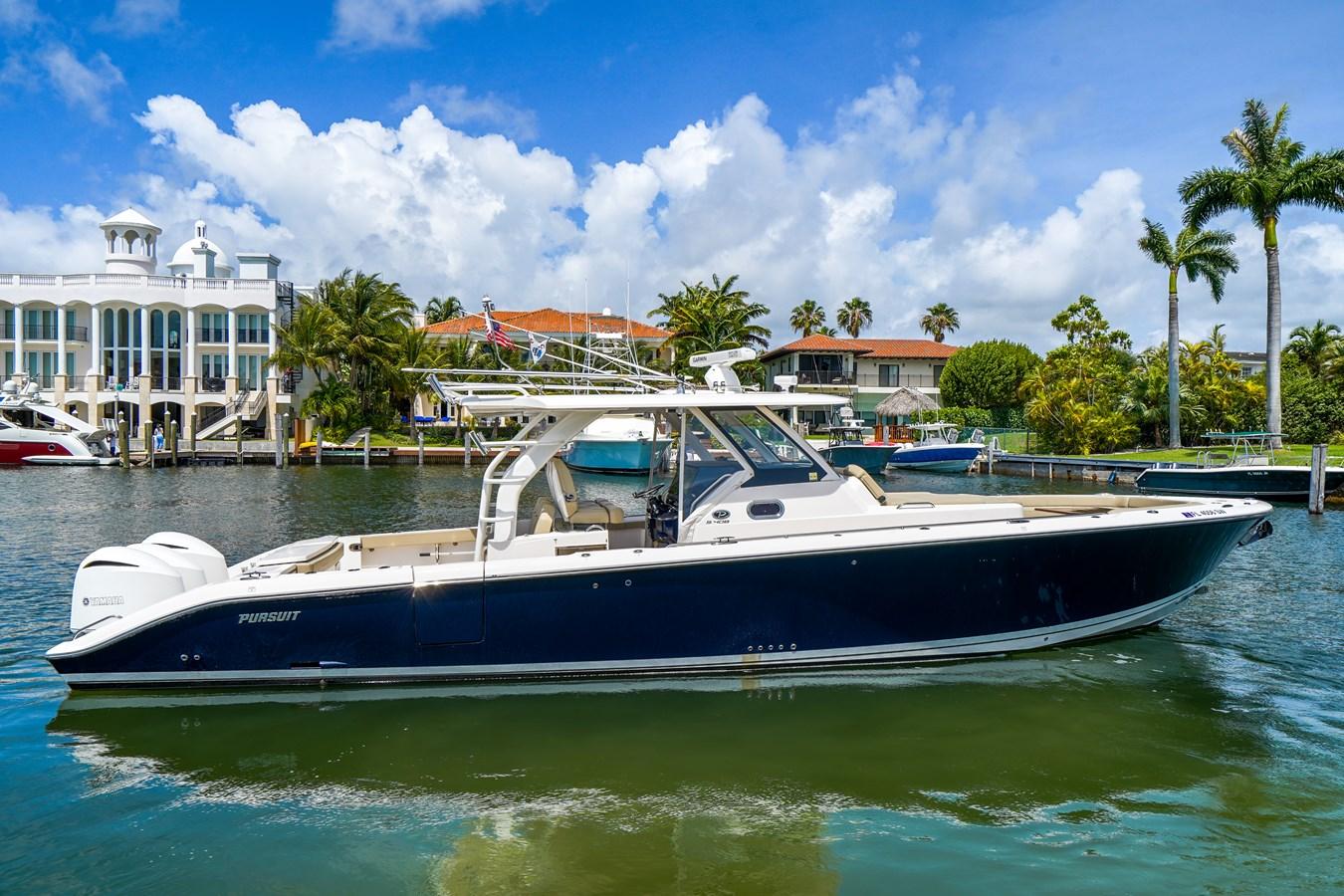 Pursuit 408 yacht for sale