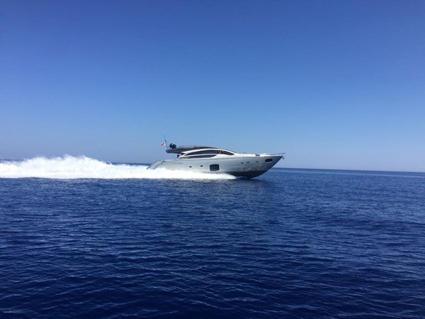 PERSHING 2014 Pershing 82 Yacht for Sale