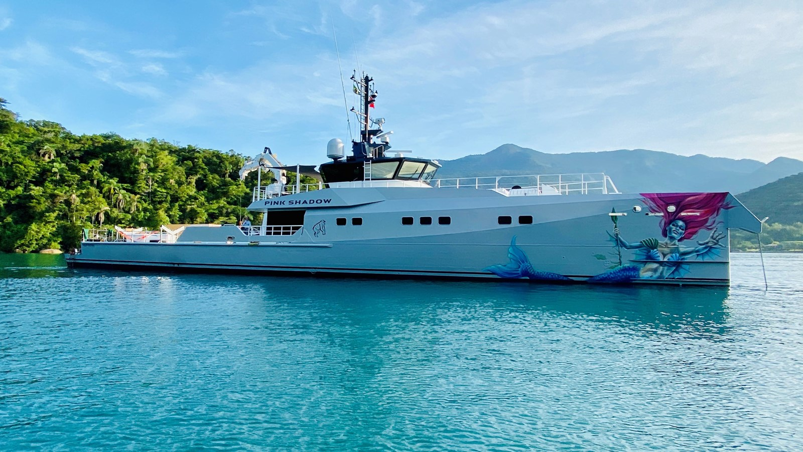 yacht-pink-shadow-exterior-1